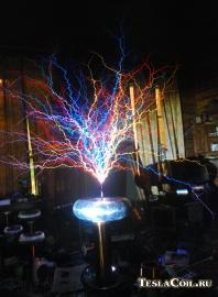Цветные разряды с катушки Тесла