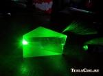 Луч зелёного лазера в призме