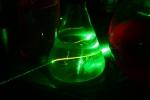 Луч зелёного лазера в примулине
