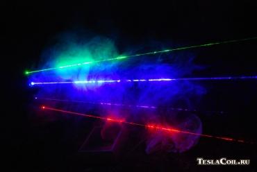 Четыре разноцветных лазера вместе