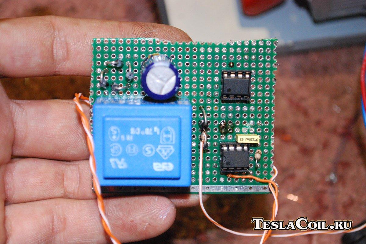 Принципиальная схема классического простейшего транзисторного мультивибратора мультивибратор релаксационный генератор...